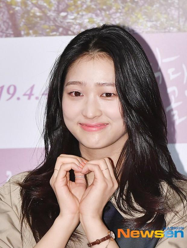 Sooyoung mời cả dàn mỹ nhân SNSD đến sự kiện: Taeyeon thảm họa, em út Seohyun đọ body siêu nuột với nữ diễn viên - Ảnh 22.