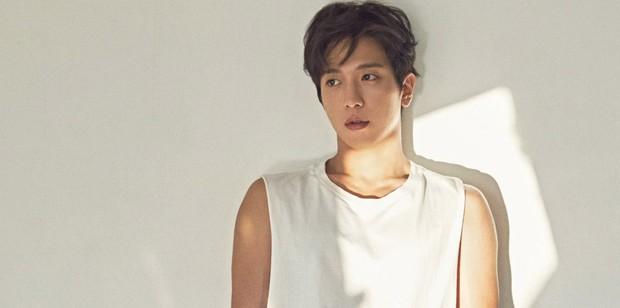 Những sao Hàn học hành dốt nhất: Jung Yonghwa bị tước bằng Tiến sĩ, Suzy bị nhận xét kém hiểu biết vì phát ngôn ngớ ngẩn... - Ảnh 1.