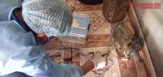 Tìm thấy nhiều mẫu vật quan trọng, nữ sinh giao gà bị nhét giẻ vào miệng, trói tay rồi hãm hại trong buồng ngủ của vợ chồng Bùi Văn Công - Ảnh 2.