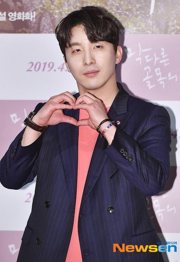 Sooyoung mời cả dàn mỹ nhân SNSD đến sự kiện: Taeyeon thảm họa, em út Seohyun đọ body siêu nuột với nữ diễn viên - Ảnh 18.