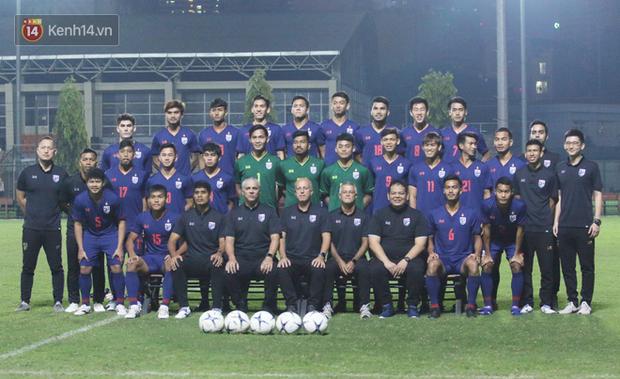 Ít giờ trước đại chiến với U23 Việt Nam, ngôi sao hàng đầu của U23 Thái Lan phải tập riêng vì chấn thương - Ảnh 2.