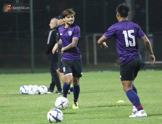 Ít giờ trước đại chiến với U23 Việt Nam, ngôi sao hàng đầu của U23 Thái Lan phải tập riêng vì chấn thương - Ảnh 4.