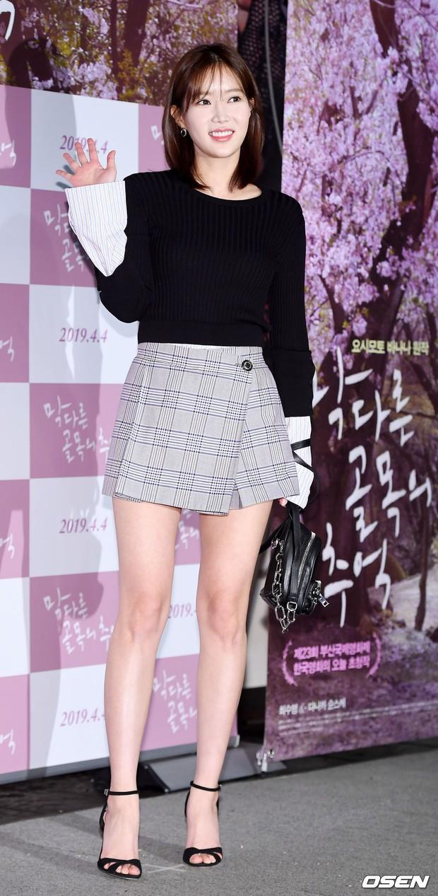 Sooyoung mời cả dàn mỹ nhân SNSD đến sự kiện: Taeyeon thảm họa, em út Seohyun đọ body siêu nuột với nữ diễn viên - Ảnh 15.