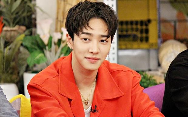 Những sao Hàn học hành dốt nhất: Jung Yonghwa bị tước bằng Tiến sĩ, Suzy bị nhận xét kém hiểu biết vì phát ngôn ngớ ngẩn... - Ảnh 3.