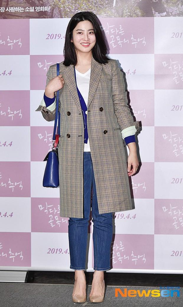 Sooyoung mời cả dàn mỹ nhân SNSD đến sự kiện: Taeyeon thảm họa, em út Seohyun đọ body siêu nuột với nữ diễn viên - Ảnh 21.