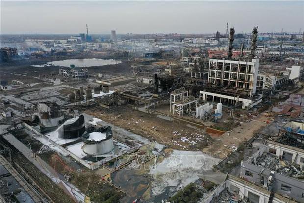 Nổ nhà máy hóa chất ở Trung Quốc: Bắt đầu khắc phục hậu quả môi trường - Ảnh 1.