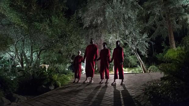 """Ai xem xong phim kinh dị """"Us"""" cũng mất ngủ với 12 chi tiết đáng sợ đến ám ảnh nhất sau - Ảnh 3."""