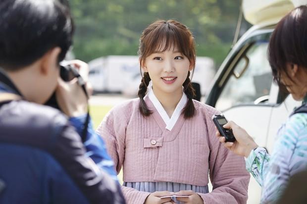 Tranh thủ lúc Park Min Young làm fan girl, SBS lẹ tay làm Thư Kí Kim phiên bản 2019 với Love At First Sight - Ảnh 5.