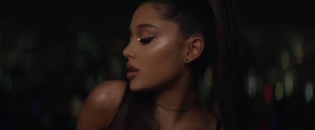 Vũ khí tạo nên đôi mắt đẹp xuất sắc của Ariana Grande trong MV mới chỉ vỏn vẹn 170.000 VNĐ - Ảnh 2.