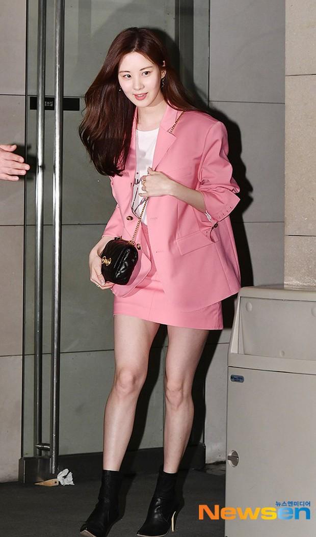 Sooyoung mời cả dàn mỹ nhân SNSD đến sự kiện: Taeyeon thảm họa, em út Seohyun đọ body siêu nuột với nữ diễn viên - Ảnh 7.