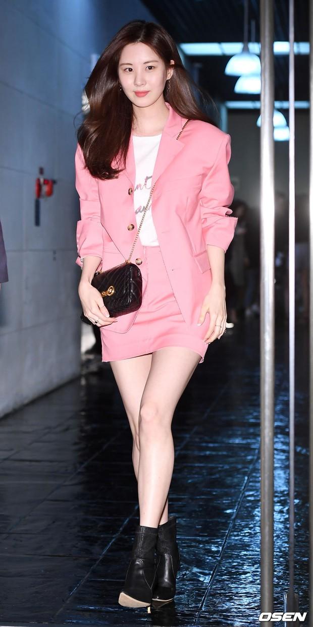 Sooyoung mời cả dàn mỹ nhân SNSD đến sự kiện: Taeyeon thảm họa, em út Seohyun đọ body siêu nuột với nữ diễn viên - Ảnh 6.