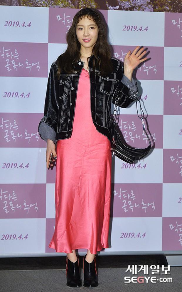 Sooyoung mời cả dàn mỹ nhân SNSD đến sự kiện: Taeyeon thảm họa, em út Seohyun đọ body siêu nuột với nữ diễn viên - Ảnh 3.