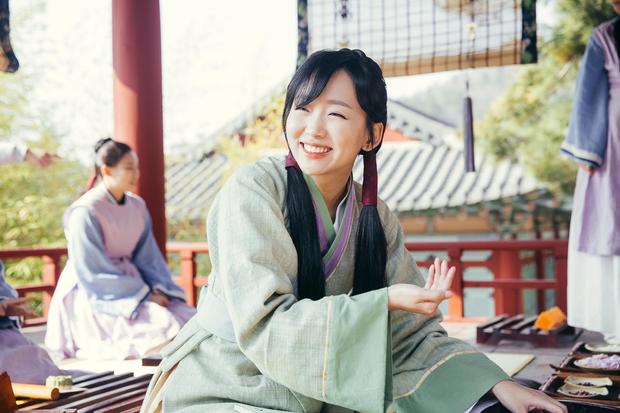 Tranh thủ lúc Park Min Young làm fan girl, SBS lẹ tay làm Thư Kí Kim phiên bản 2019 với Love At First Sight - Ảnh 4.