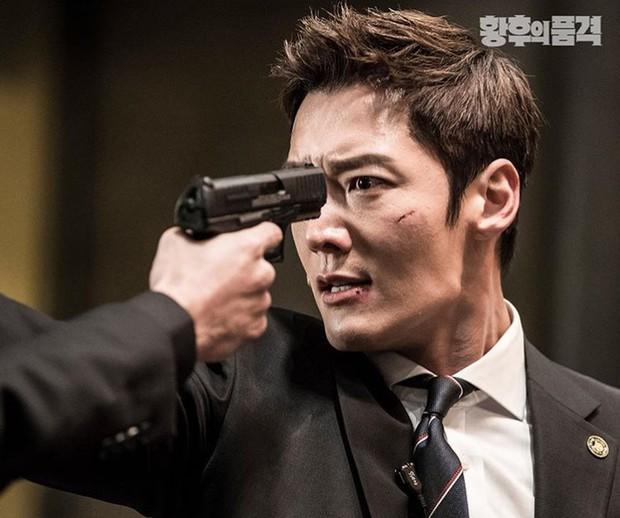 Chàng cận vệ điển trai Choi Jin Hyuk từ Last Empress sang phim mới vẫn quyết tâm báo thù cực nhây - Ảnh 8.