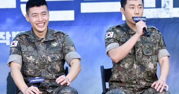 Biến trong quân ngũ: Nam diễn viên Người thừa kế và Sunggyu (INFINITE) bất ngờ gặp tai nạn xe hơi - Ảnh 1.