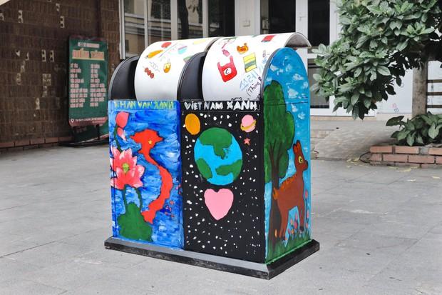 Nhìn những thùng rác này của sinh viên Nhân Văn, ai mà không nhặt rác cho vào đúng là có lỗi với môi trường! - Ảnh 3.