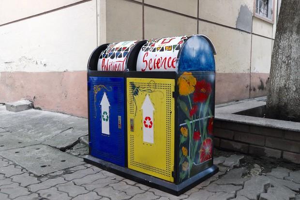 Nhìn những thùng rác này của sinh viên Nhân Văn, ai mà không nhặt rác cho vào đúng là có lỗi với môi trường! - Ảnh 4.