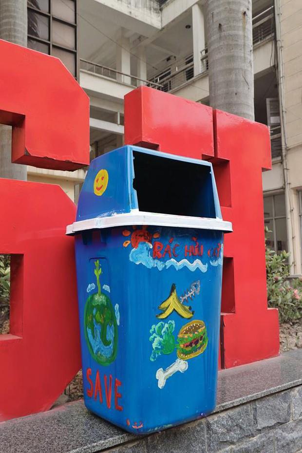 Nhìn những thùng rác này của sinh viên Nhân Văn, ai mà không nhặt rác cho vào đúng là có lỗi với môi trường! - Ảnh 7.