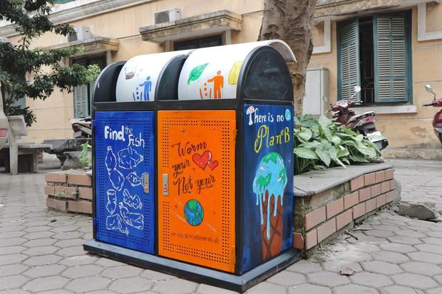 Nhìn những thùng rác này của sinh viên Nhân Văn, ai mà không nhặt rác cho vào đúng là có lỗi với môi trường! - Ảnh 8.