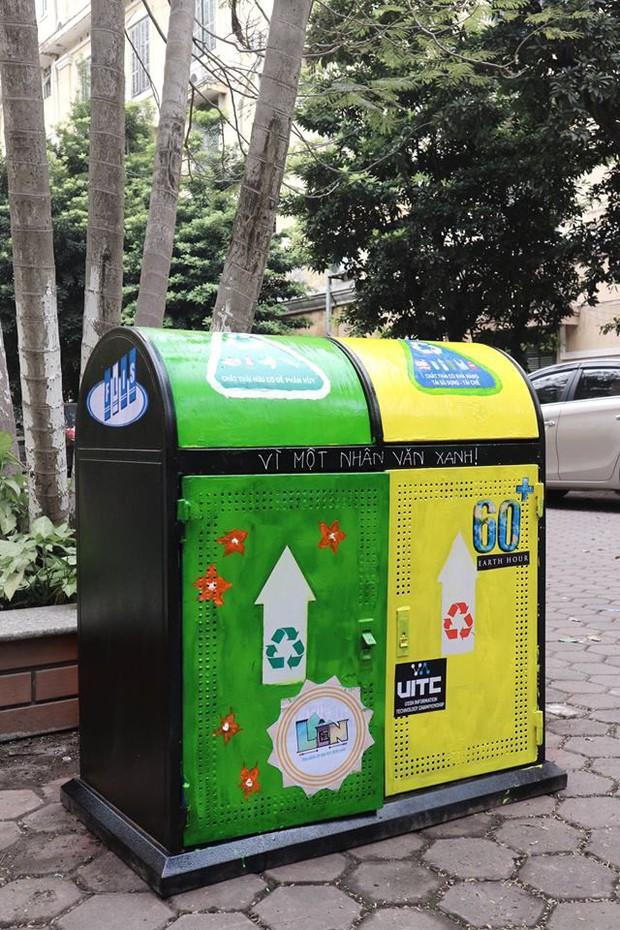 Nhìn những thùng rác này của sinh viên Nhân Văn, ai mà không nhặt rác cho vào đúng là có lỗi với môi trường! - Ảnh 9.