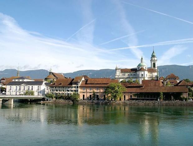 Thị trấn Thụy Sĩ đẹp như tranh vẽ bị ám ảnh với con số 11, đến đồng hồ công cộng cũng thiếu giờ thứ 12 - Ảnh 1.