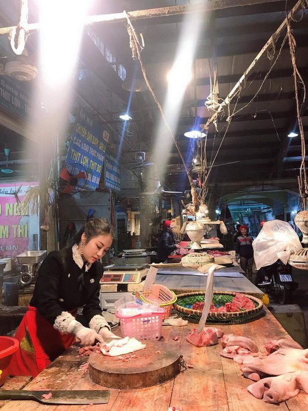 Cô nàng Bắc Ninh bỗng dưng bị chỉ trích làm màu vì trang điểm đậm, mặc váy xòe ngồi bán thịt, sự thật là... - Ảnh 1.