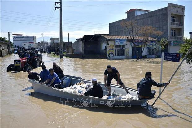 Lũ lụt lớn nhất từ trước đến nay tại Iran, 19 người chết và trên 90 người bị thương - Ảnh 1.