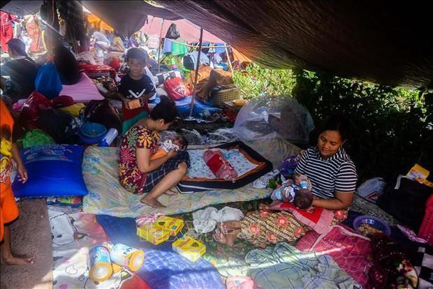 6.000 trẻ em Indonesia vẫn phải sống trong lều tạm sau thảm họa động đất sóng thần - Ảnh 1.