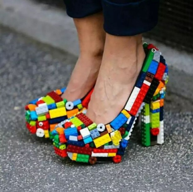 Loạt giày cao gót với thiết kế cực khó đỡ, không trượt ngã sấp mặt cũng khiến người đối diện rùng mình - Ảnh 12.
