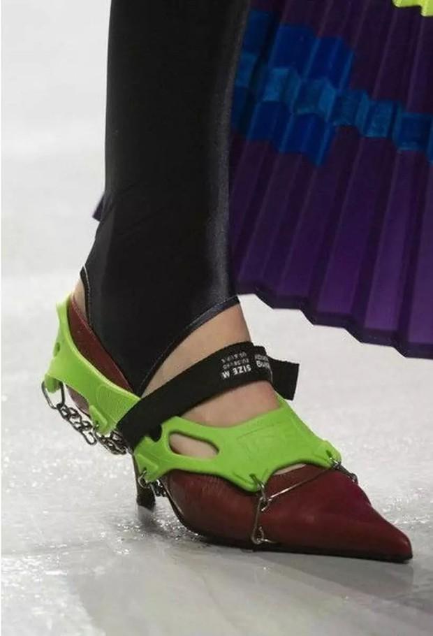 Loạt giày cao gót với thiết kế cực khó đỡ, không trượt ngã sấp mặt cũng khiến người đối diện rùng mình - Ảnh 16.