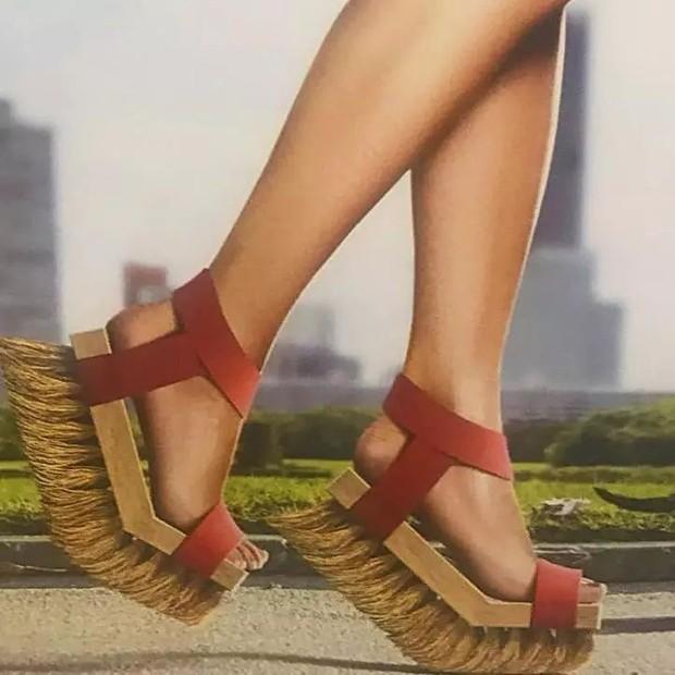 Loạt giày cao gót với thiết kế cực khó đỡ, không trượt ngã sấp mặt cũng khiến người đối diện rùng mình - Ảnh 17.