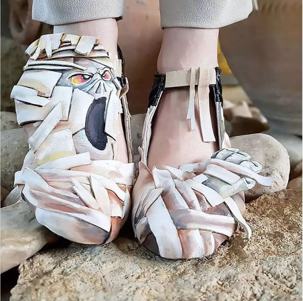 Loạt giày cao gót với thiết kế cực khó đỡ, không trượt ngã sấp mặt cũng khiến người đối diện rùng mình - Ảnh 18.