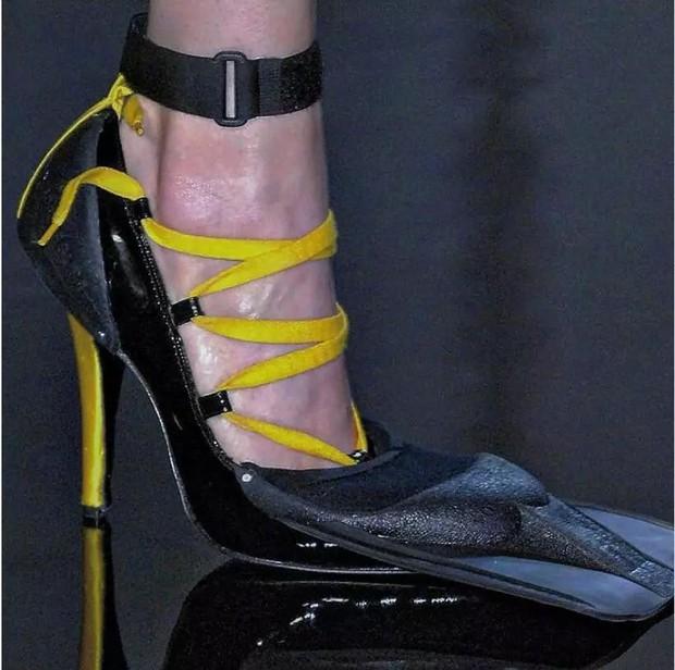 Loạt giày cao gót với thiết kế cực khó đỡ, không trượt ngã sấp mặt cũng khiến người đối diện rùng mình - Ảnh 5.