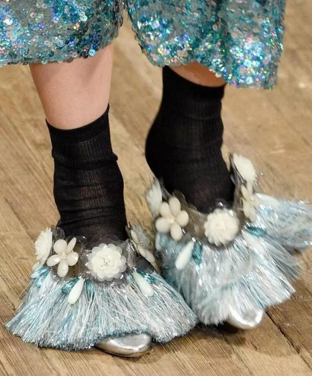 Loạt giày cao gót với thiết kế cực khó đỡ, không trượt ngã sấp mặt cũng khiến người đối diện rùng mình - Ảnh 6.