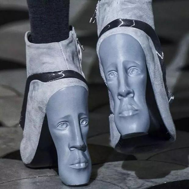 Loạt giày cao gót với thiết kế cực khó đỡ, không trượt ngã sấp mặt cũng khiến người đối diện rùng mình - Ảnh 8.