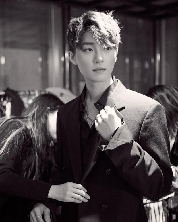 BLACKPINK nhìn như người mẫu trong ảnh teaser nhóm đầu tiên, tiết lộ người sáng tác bài mới toàn các gương mặt thân quen? - Ảnh 7.