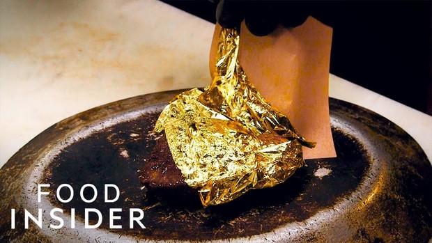 Dát thêm một lớp vàng bên ngoài, miếng steak bò ngay lập tức đội giá lên 400 USD - Ảnh 1.