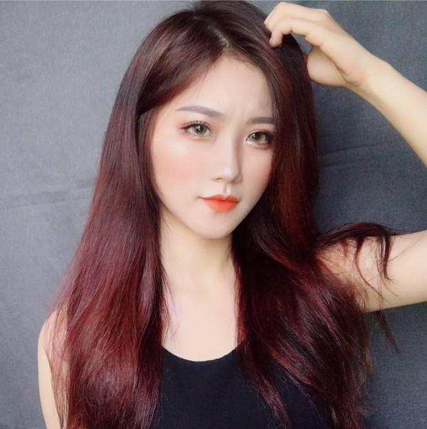 Đã tìm thấy danh tính của nữ CĐV xinh đẹp chiếm spotlight trận U23 Việt Nam hạ gục Thái Lan - Ảnh 8.