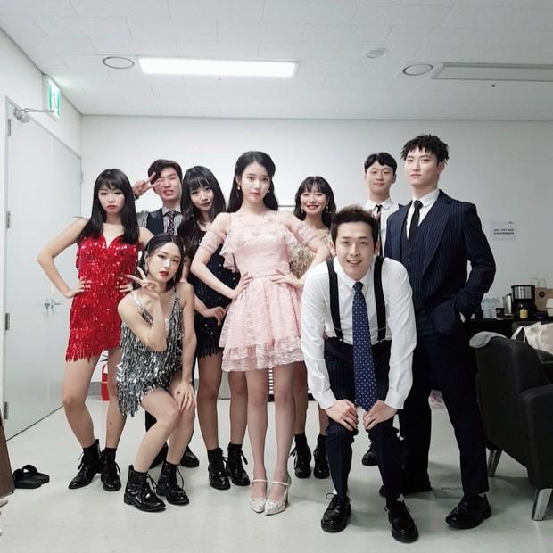 Điểm mặt những vũ công phụ họa nhẵn mặt với fan, được yêu thích chẳng kém gì idol - Ảnh 1.