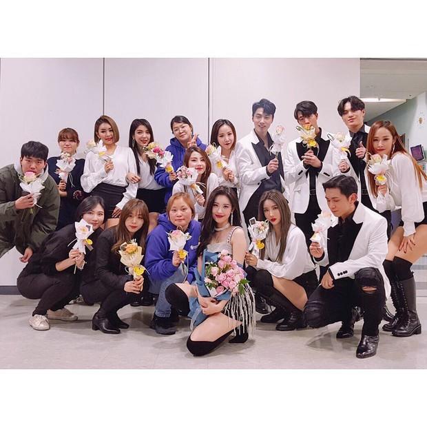 Điểm mặt những vũ công phụ họa nhẵn mặt với fan, được yêu thích chẳng kém gì idol - Ảnh 7.