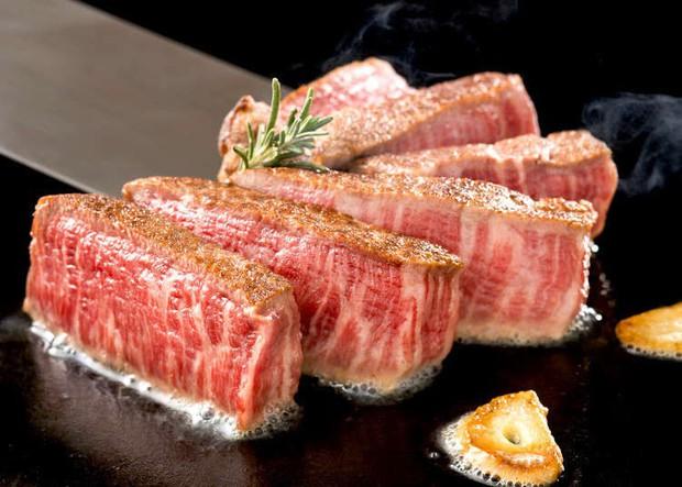 Dát thêm một lớp vàng bên ngoài, miếng steak bò ngay lập tức đội giá lên 400 USD - Ảnh 3.