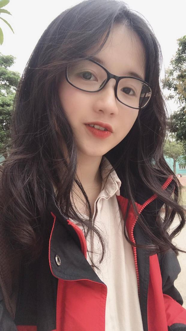 Girl xinh năm nhất Ngoại thương nhận bão like khi đi học quân sự từng là HSG quốc gia môn tiếng Pháp - Ảnh 8.