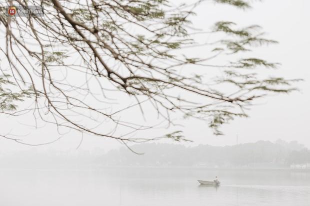 Hà Nội ngập trong sương bụi mù mịt bao phủ tầm nhìn: Tình trạng ô nhiễm không khí đáng báo động! - Ảnh 7.
