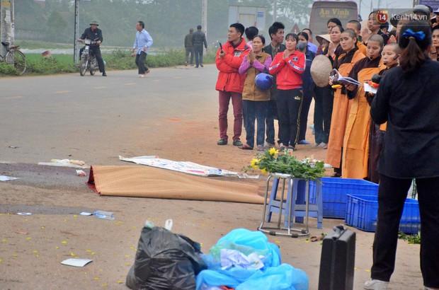 Hiện trường ngổn ngang vụ xe khách tông trực diện đoàn đưa tang khiến 7 người tử vong thương tâm - Ảnh 2.