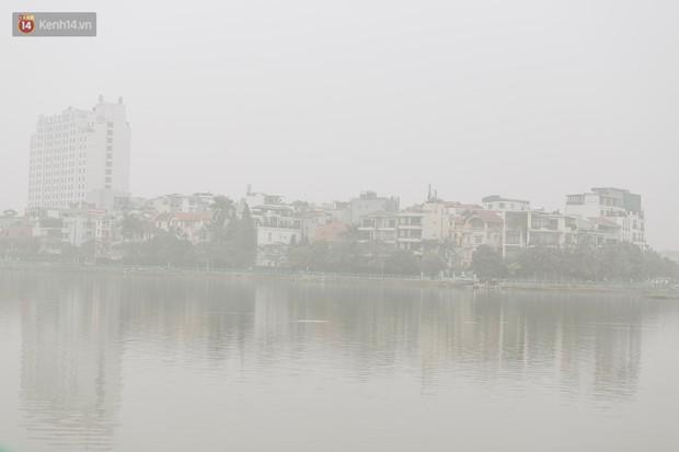 Hà Nội ngập trong sương bụi mù mịt bao phủ tầm nhìn: Tình trạng ô nhiễm không khí đáng báo động! - Ảnh 4.
