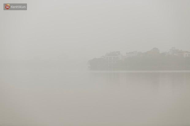 Hà Nội ngập trong sương bụi mù mịt bao phủ tầm nhìn: Tình trạng ô nhiễm không khí đáng báo động! - Ảnh 17.