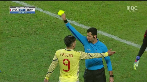 Đội trưởng ĐT Colombia bị trừng phạt sau khi quẳng chiếc hộp y tế của bác sĩ tuyển Hàn Quốc - Ảnh 4.