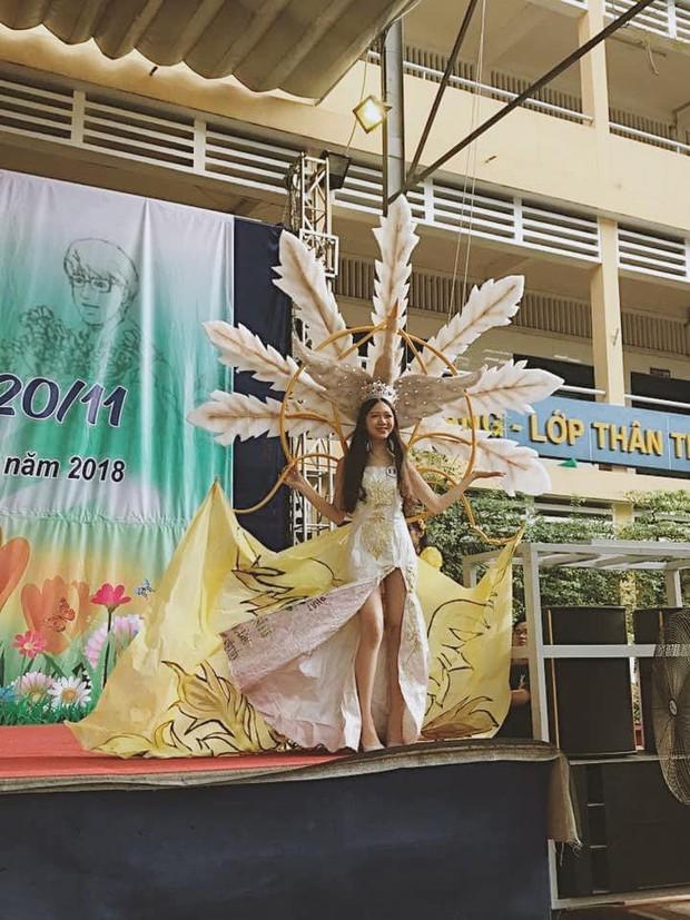 Loá mắt với những bộ váy đẹp ngang tầm Quốc phục đi thi Hoa hậu được học sinh tạo nên từ đồ tái chế - Ảnh 2.