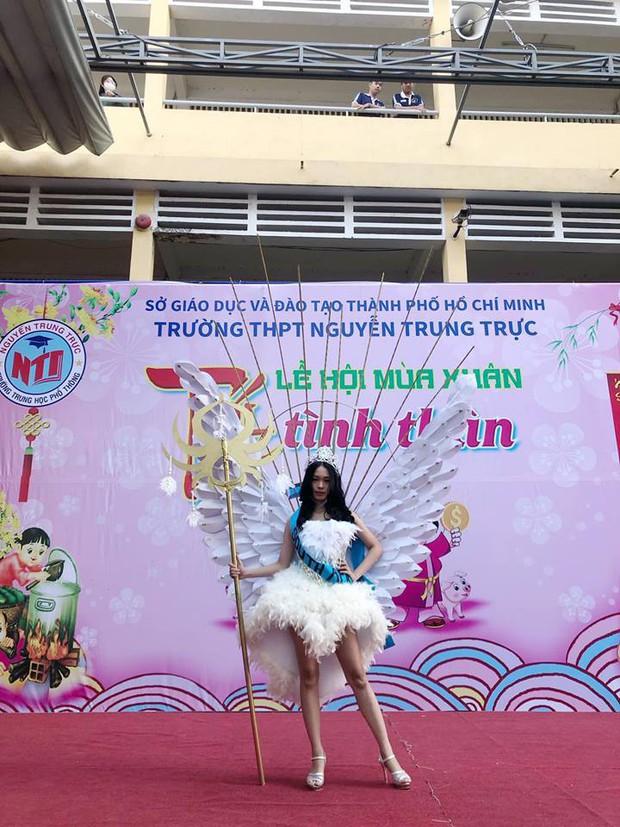 Loá mắt với những bộ váy đẹp ngang tầm Quốc phục đi thi Hoa hậu được học sinh tạo nên từ đồ tái chế - Ảnh 7.