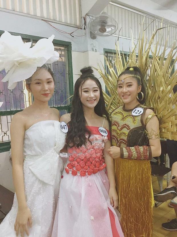 Loá mắt với những bộ váy đẹp ngang tầm Quốc phục đi thi Hoa hậu được học sinh tạo nên từ đồ tái chế - Ảnh 11.